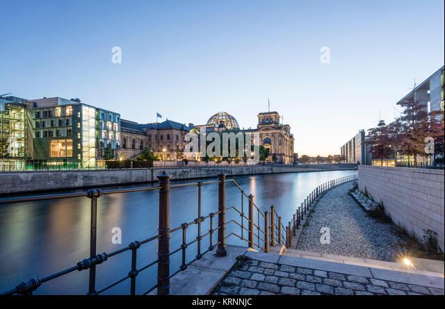 Reichstag und Regierung Gebäude auf der Spree in Berlin, Paul Löbe Gebäude, Stockbild
