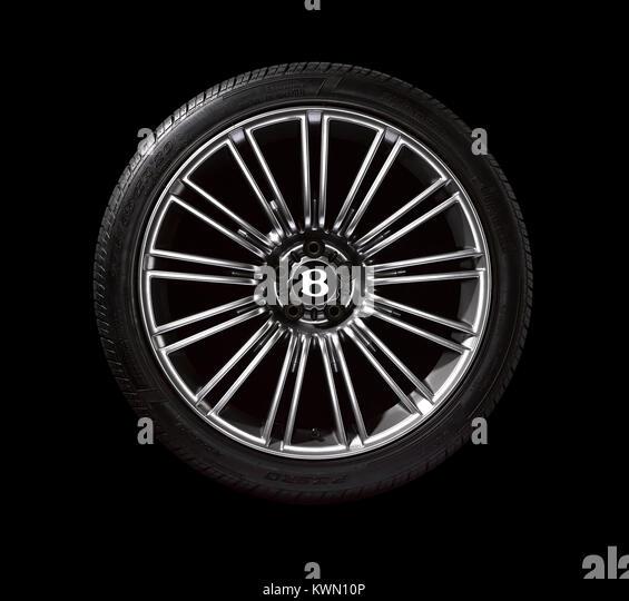Ein Bentley Auto Rad auf schwarzem Hintergrund Stockbild