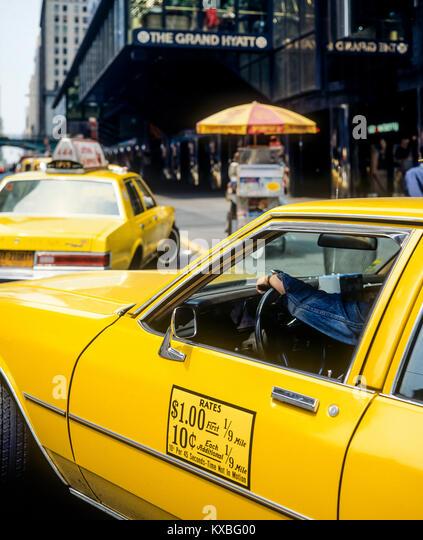 Mai 1982, New York, gelbe Taxis, das Grand Hyatt Hotel, East 42th Street, Manhattan, New York City, NY, NEW YORK Stockbild