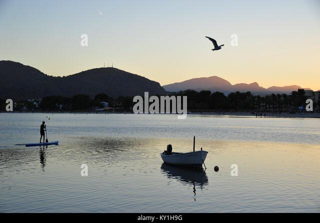 Romantischer Sonnenuntergang vom Strand von Alcúdia Stockbild