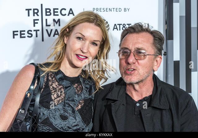 """Der britische Schauspieler Tim Roth und seine Frau Nikki Butler Ankommen im New Yorker Beacon Theatre Das """"Reservoir Stockbild"""