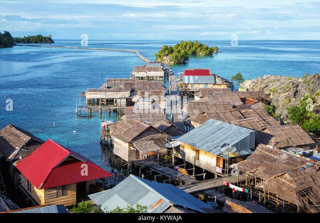 Stelze Dorf Pulau Papan im Golf von Tomini Longo an togian Inseln Sulawesi, Indonesien Stockbild
