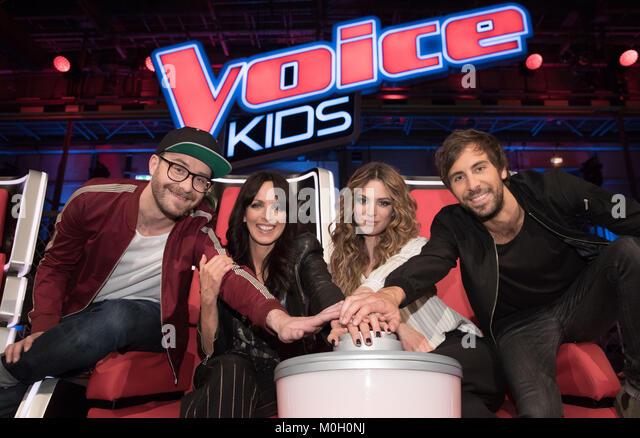 """Trainer des """"The Voice Kids' Mark Forster (L-R), Nena, Larissa und Max Giesinger Bilder während der Stockbild"""