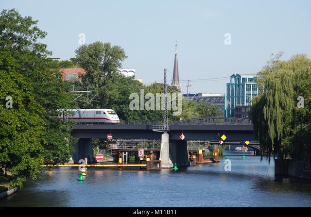 ICE, Moabiter Brücke, Brücke am Spreebogen, Spree, Berlin, Deutschland, Europa ich ICE Zug, Moabiter Brücke Stockbild
