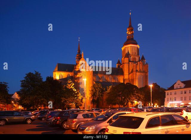 Marienkirche in der Dämmerung, Stralsund, Mecklenburg-Vorpommern, Deutschland, Europa ich Marienkirche am Neuen Stockbild