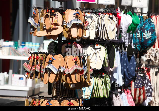 Sommer Schuhe Schuh, bevor ein Schuhgeschäft, Hildesheim, Niedersachsen, Deutschland, Europa ich Sommerschuhe Stockbild