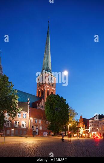 Jacobikirche churchl am Koberg Square in der Dämmerung, Lübeck, Schleswig-Holstein, Deutschland, Europa Stockbild