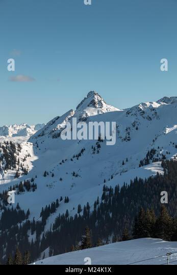 Schnee auf den Höhen der Berge Stockbild