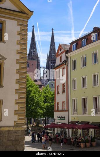 Regensburg, Bayern, Deutschland; die Kathedrale von St. Peter, als vom Alten Rathaus gesehen. Stockbild