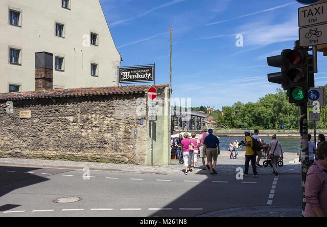 Der Biergarten Historische Wurstküche Regensburg, Bayern, Deutschland. Stockbild