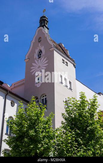 Historische Architektur der Mädchenrealschule der Armen Schulschwestern Niedermünster in Regensburg, Bayern, Stockbild