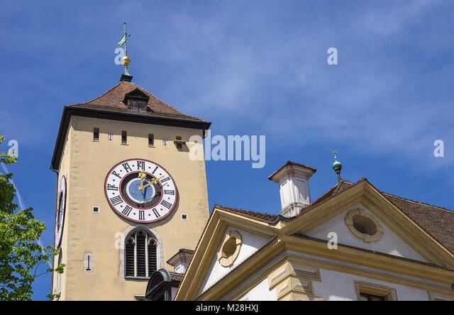 Die historischen Ratskeller (Keller des Rathauses) und Turm des Alten Rathauses in Regensburg, Bayern, Deutschland. Stockbild