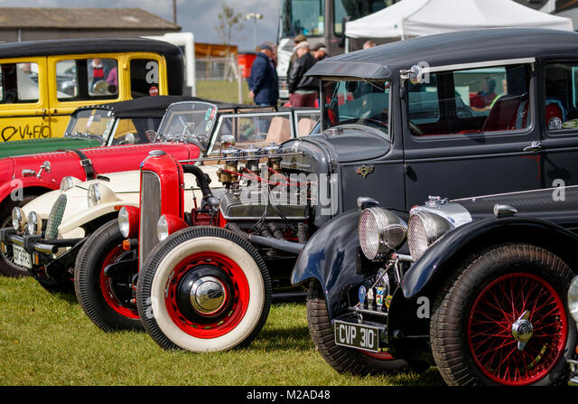 Classic Car enthusists Parkplatz an der Formel Vintage meeting 2017, Snetterton, Norfolk, Großbritannien. Stockbild