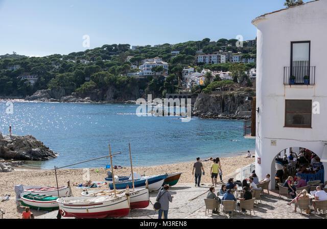 Blick auf den Strand von Calella de Palafrugell an der Costa Brava Stockbild