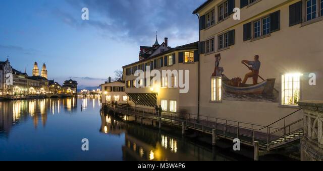 Panorama am Fluss Limmat, Grossmünster, Zürich, Schweiz Stockbild