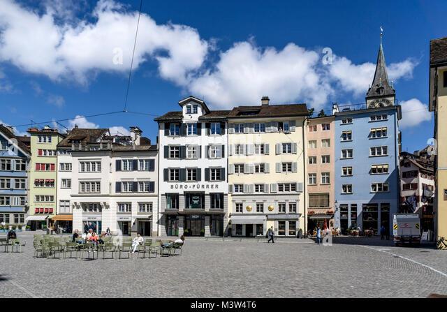 Münsterplatz, Altstadtfassaden, St. Peterskirche, Zürich, Schweiz   Munster Square, Old City Center, st. Stockbild