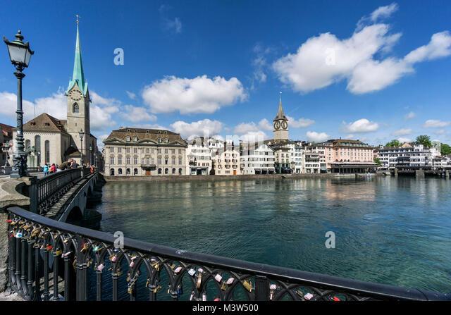 Münsterbrücke, Limmat, Fraumünster, St. Peterskirche, Zürich, Schweiz   Munster Brücke, Stockbild