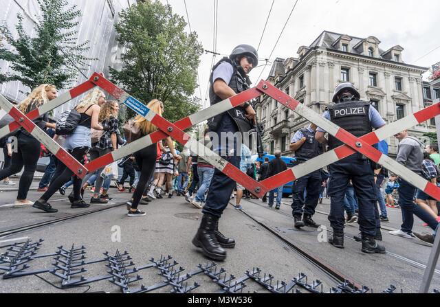 Absperrung, Bahnhofstrasse, Love Parade Wochende, Zürich, Schweiz   Love Parade Wochenende, Polizei Blockade Stockbild