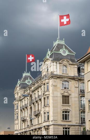 Schweizer Flagge in utoschloss am Zürisee, Zürich, Schweiz   Utoschloss, historischen Stadt Palais, neo Stockbild
