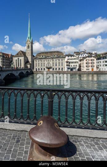 Münsterbrücke, Limmat, Poller, Fraumünster, Zürich, Schweiz   Munster Brücke, Fluss Limmat, Stockbild