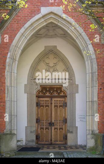 Portal der Katholischen Pfarrkirche St. Nikolaus in Zwiesel, Bayerischer Wald, Bayern, Deutschland. Stockbild