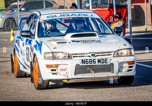 Shaun Weston und Dekan Mevo im Subaru Impreza im Fahrerlager am 2018 Motorsport News Snetterton Bühne Rally, Stockbild