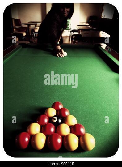 Pool spielen Stockbild