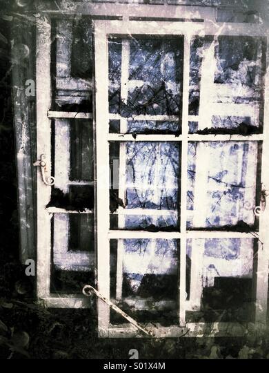 Alte Fenster, verfallene Stockbild