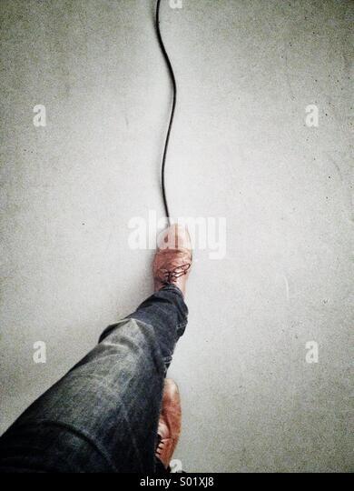 Balancieren auf Kabel Stockbild
