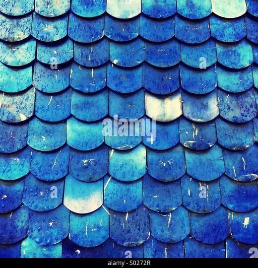 Blau Metallic Stichwörter auf Skulptur Stockbild