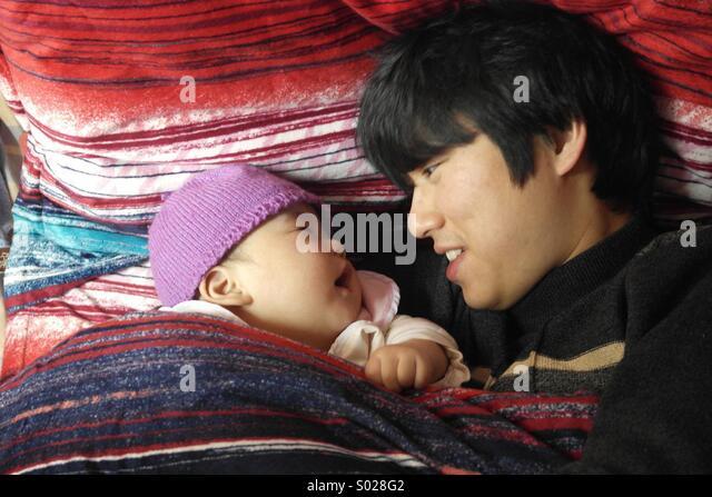 Asiatischen Vater und Sohn, 6 Monate baby Stockbild