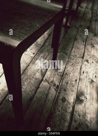 Möbel auf Holzboden Stockbild
