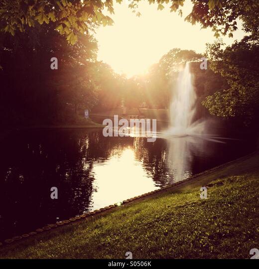 Goldener Sonnenuntergang über Kanal Stockbild