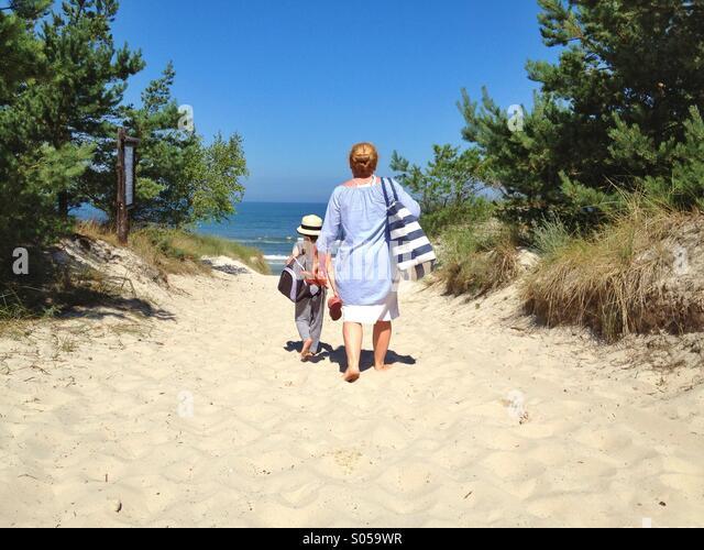 An den Strand gehen Stockbild