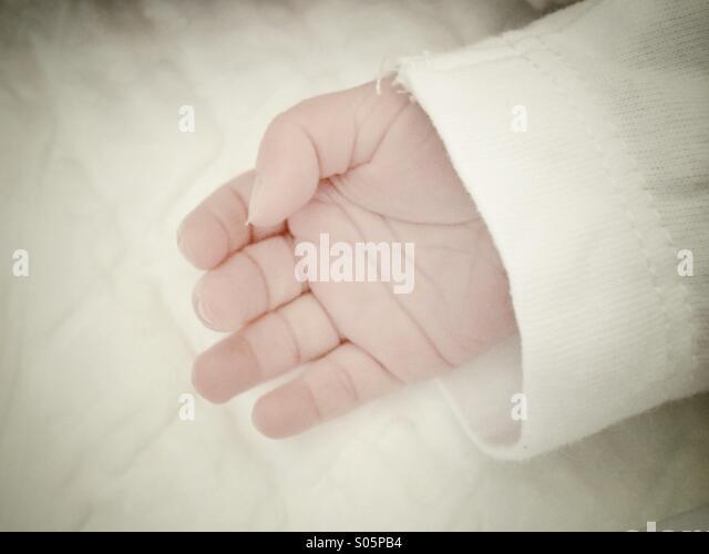 Neugeborenen-hand Stockbild