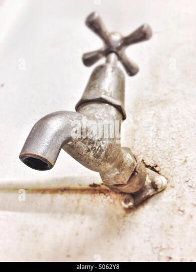 Verfallene Wasserhahn. Stockbild