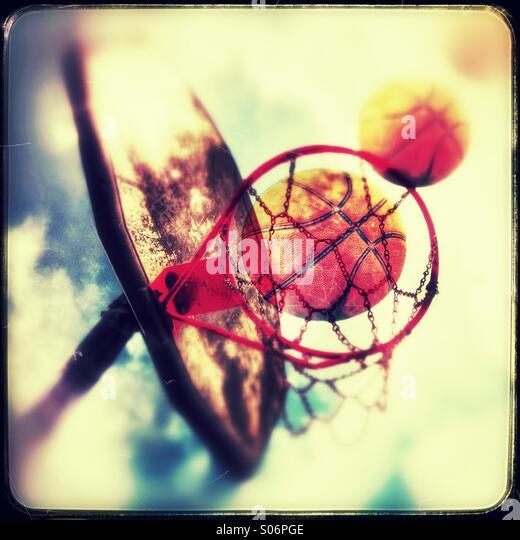 Machen den Schuss im Basketball Stockbild