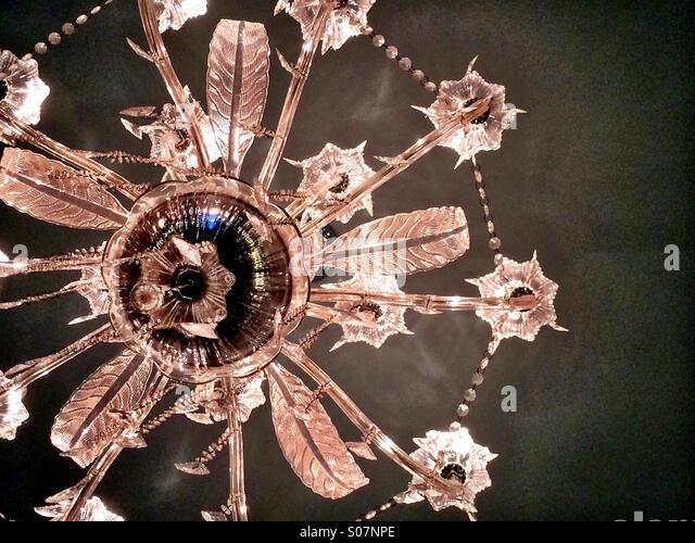 Elegantes Glas Kronleuchter Stockbild