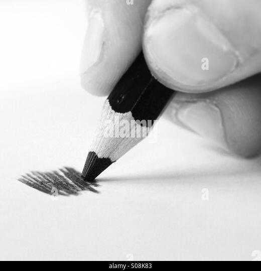 Hand hält eine Bleistiftzeichnung ein scribble Stockbild