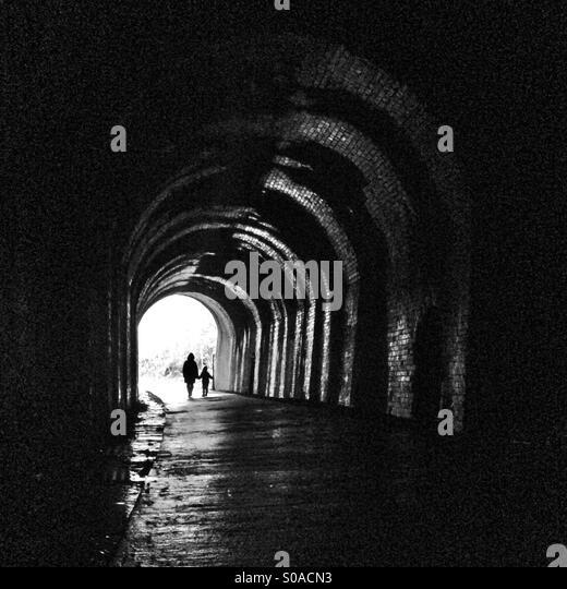 Zusammen in einem tunnel Stockbild
