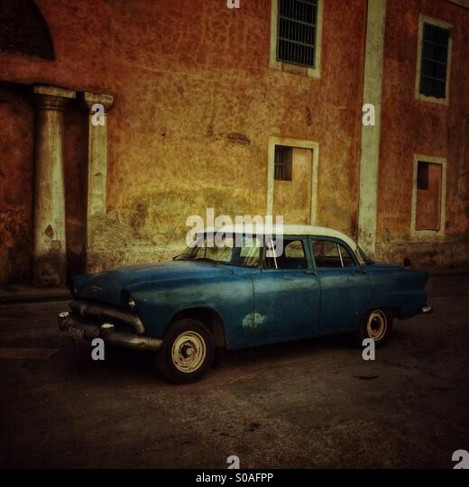 Blaues Vintage kubanischen Auto. Stockbild