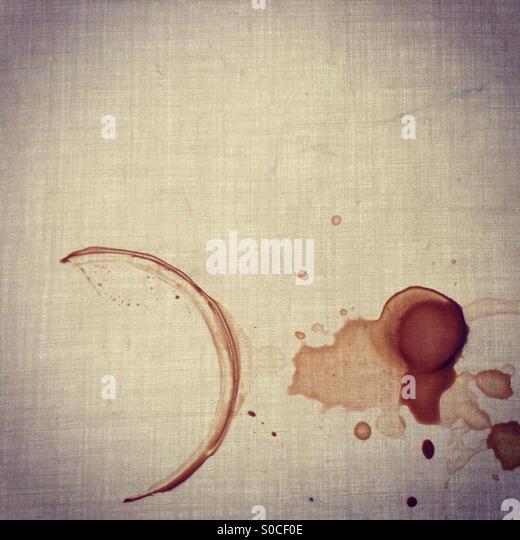 Flecken von Kaffeetasse am Tisch Stockbild