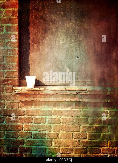 Isolierte Kaffeetasse auf einer Wand Stockbild