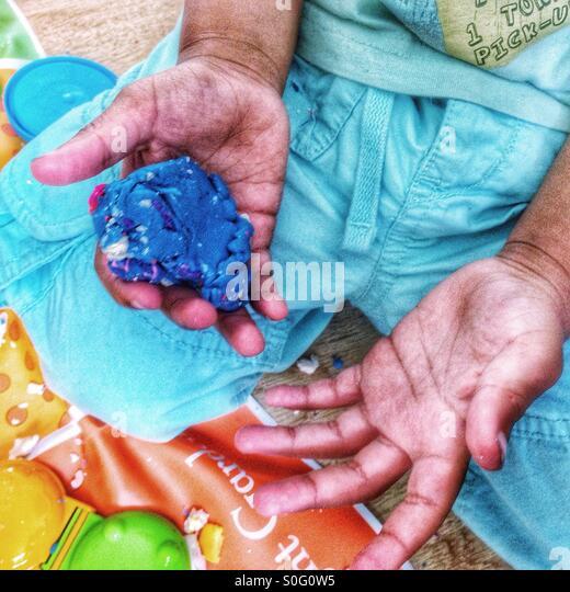 Hände des Kindes. Stockbild
