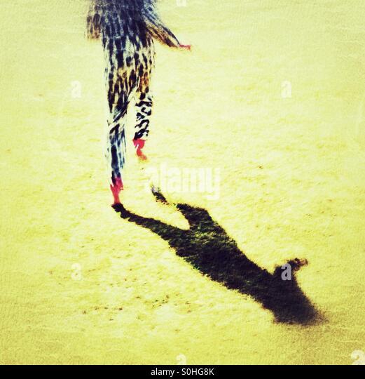 Barfuß laufen in ein Strampler Stockbild