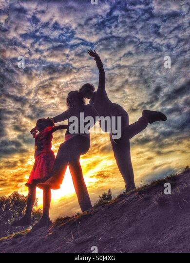 Tanzen in der Abenddämmerung Stockbild