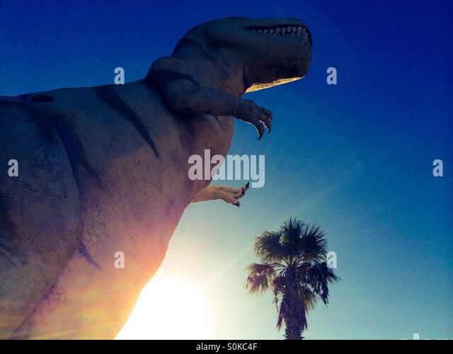 T-Rex Dinosaurier am Straßenrand Attraktion entlang der Autobahn in Cabazon, Kalifornien in der Nähe von Stockbild