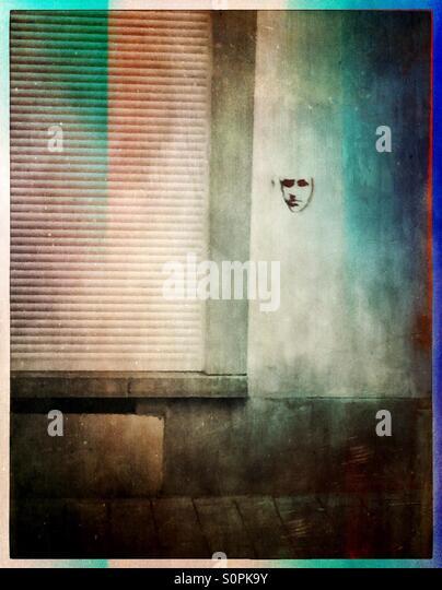 Graffiti-Gesicht an der Wand Stockbild