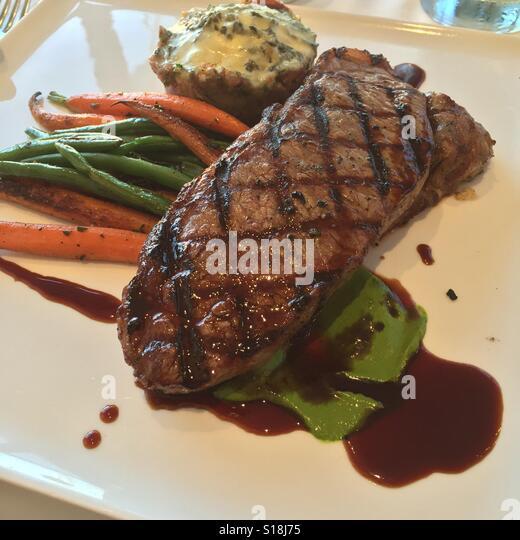 Essen Karotten Bohnen Maische Kartoffeln Abendessen Platte Steakrestaurant Lust auf gutes Essen, gehobene Küche Stockbild