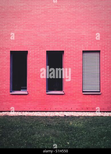 Schließen Sie Fenster mit Jalousien hoch- oder heruntergefahren Stockbild